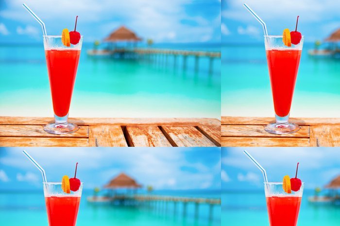 Vinylová Tapeta Red nápoj na pláži - Alkohol