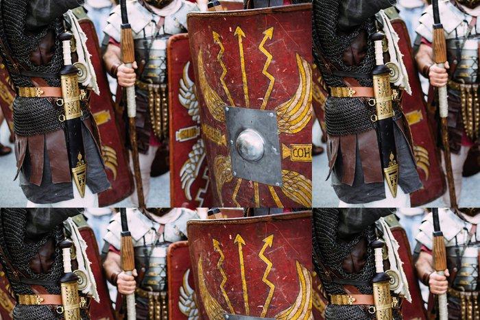Tapeta Pixerstick Římští vojáci legionáři stojící na náměstí - Muži