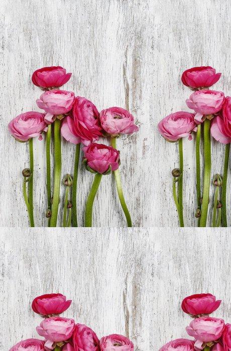 Tapeta Pixerstick Růžové perské pryskyřník květy (Ranunculus) na dřevěné pozadí - Slavnosti