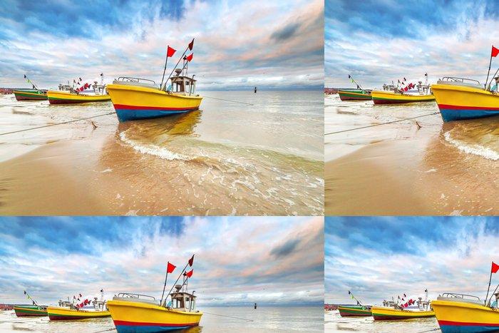 Tapeta Pixerstick Rybářské lodě na pláži Baltského moře v Polsku - Témata