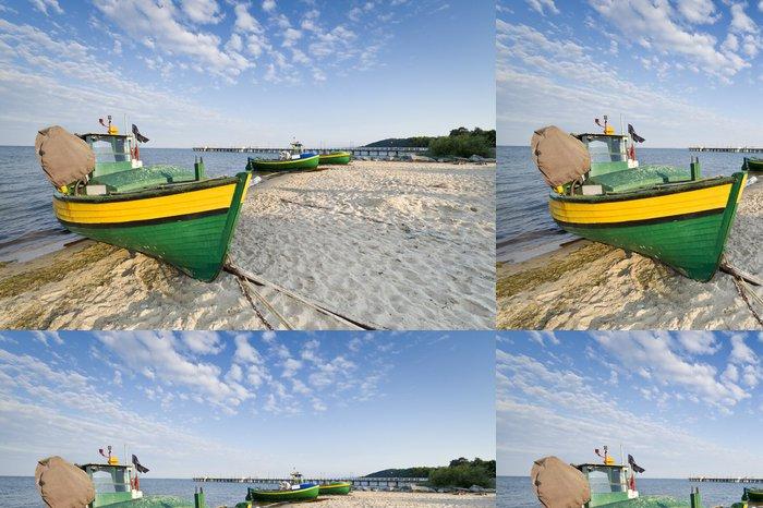 Tapeta Pixerstick Rybářský člun na pobřeží - Prázdniny