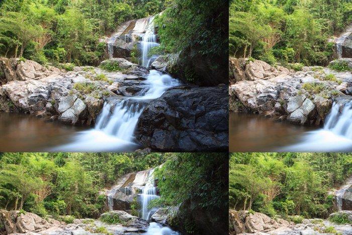 Tapeta Pixerstick Saiku vodopád v národním parku v provincii Prachuapkhirikhan - Asie