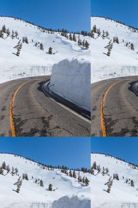 Tapeta Pixerstick Se ohýbat podél sněhu chodbě Tateyama Kurobe Alpine Route, Ja - Asie