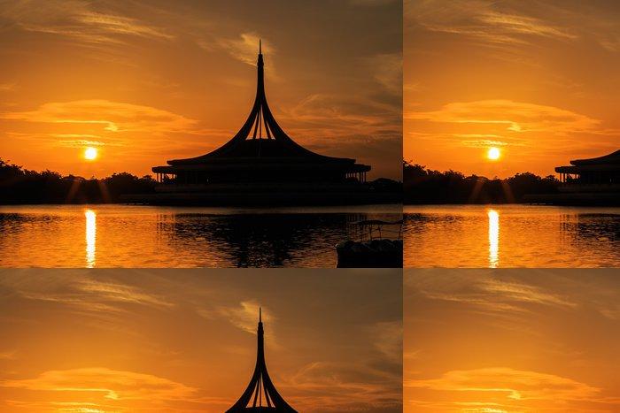 Tapeta Pixerstick Silueta záběr kultovní Ratchamongkol pavilonu na Rama 9 - Voda