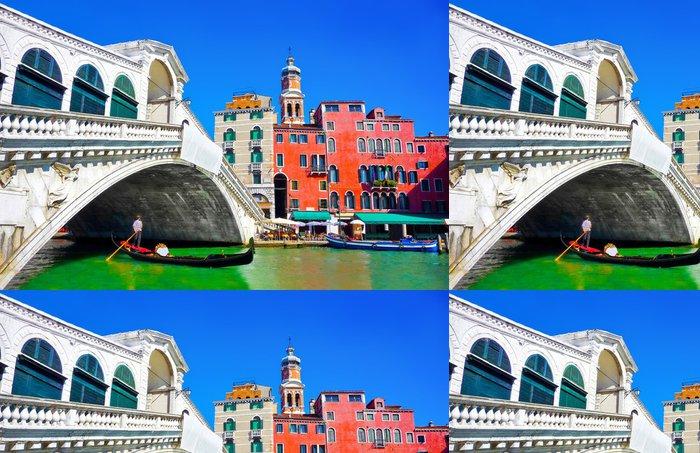 Tapeta Pixerstick Slavný Rialto můstek s Gondola v Benátkách v Itálii - Evropská města
