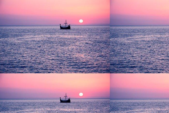 Tapeta Pixerstick Slunce pozadí s plachetnice. - Voda