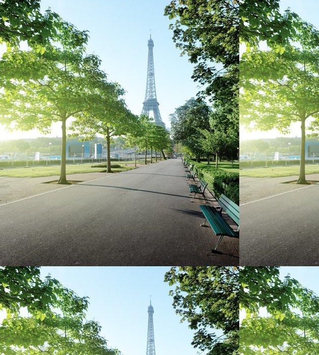 Tapeta Pixerstick Slunečné ráno a Eiffelova věž, Paříž, Francie - Evropská města