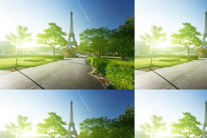 Vinylová Tapeta Slunečné ráno a Eiffelova věž, Paříž, Francie - Evropská města