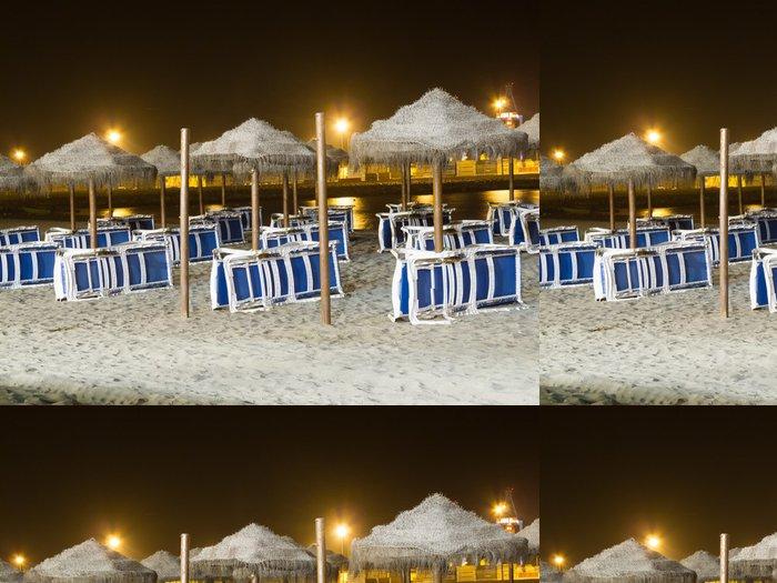 Tapeta Pixerstick Sombrillas en La Playa de noche - Voda