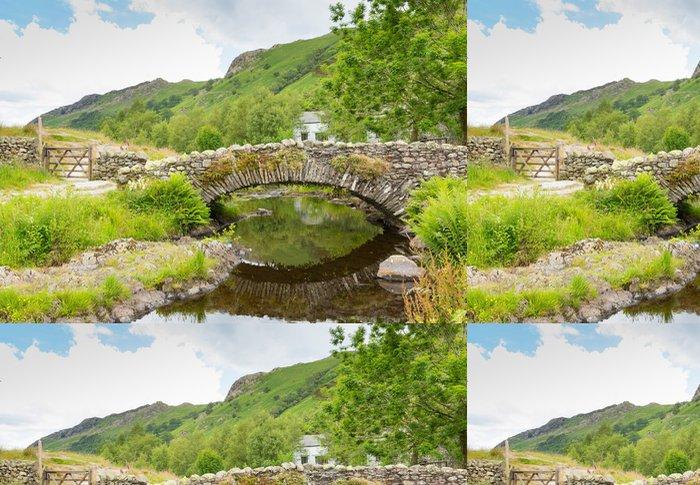Tapeta Pixerstick Soumar most přes řeku Watendlath Lake District - Evropa