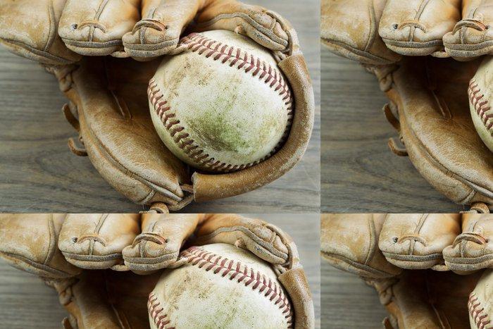 Tapeta Pixerstick Staré Baseball a rukavice na Faded Wood - Týmové sporty