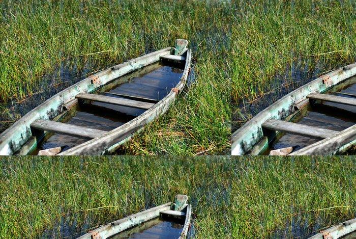 Tapeta Pixerstick Staré tradiční rybářské dřevěná loď na břehu jezera - Lodě
