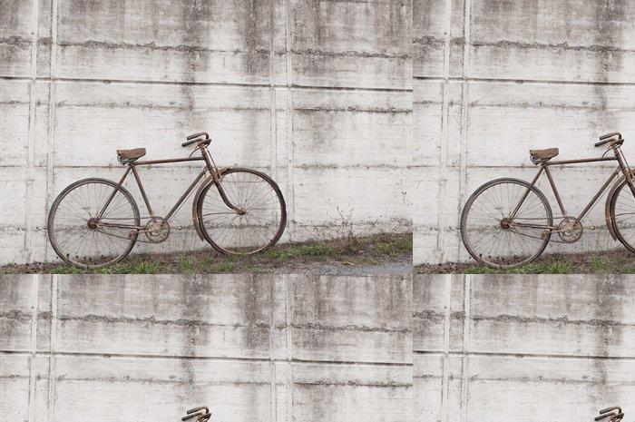 Tapeta Pixerstick Starožitný nebo retro oxiduje na kole venku na betonové zdi - Na cestě