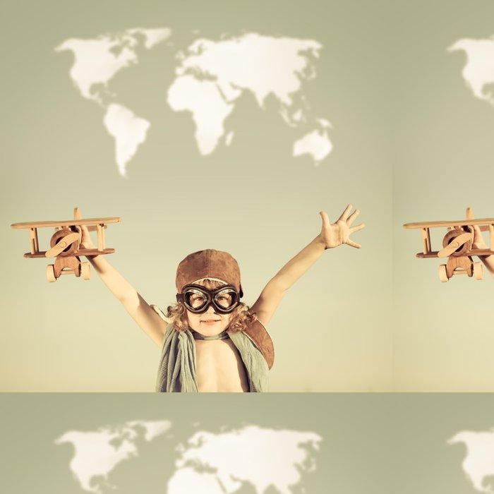 Tapeta Pixerstick Šťastné dítě hrát s hračkami letadlem - Zábava