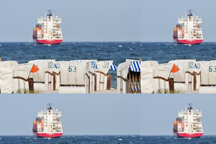 Tapeta Pixerstick Strandkorb an der Ostsee hintergrund Schiff - Voda