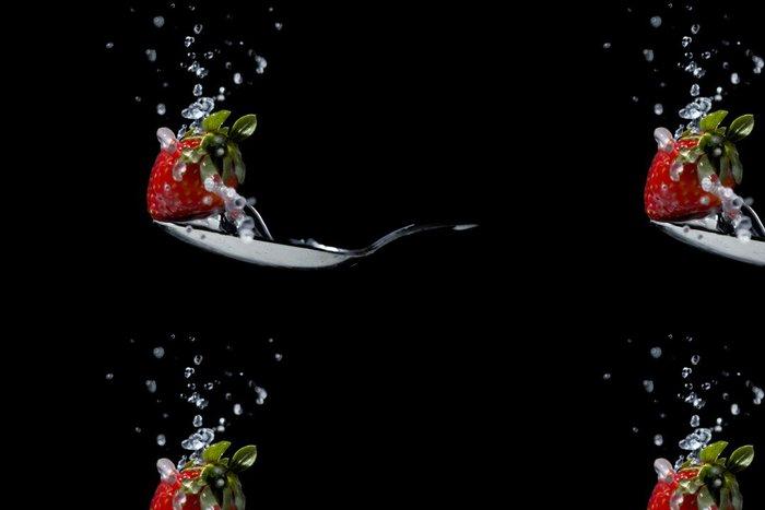 Tapeta Pixerstick Strawberry na tekoucí vody a lžičkou - Témata