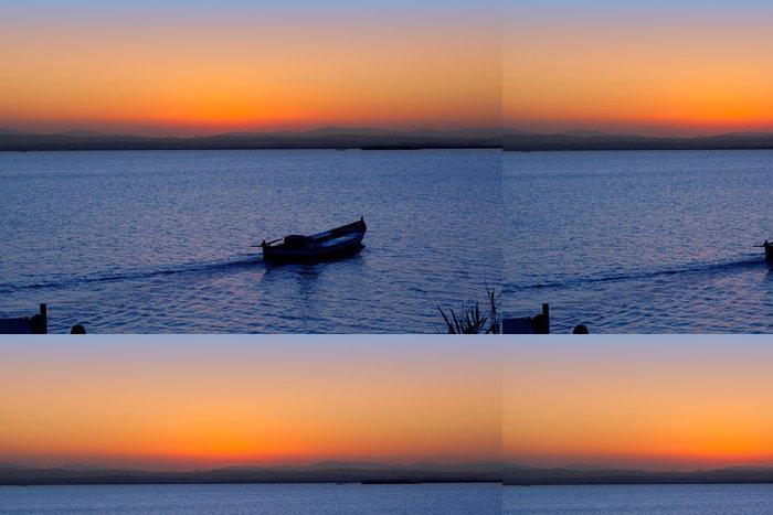 Tapeta Pixerstick Sunset loď v jezeře Albufera Valencie - Prázdniny