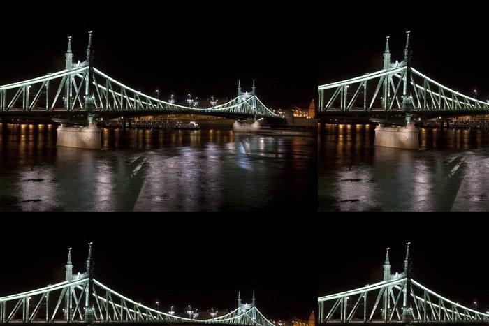 Vinylová Tapeta Svoboda most v Budapešti v noci - Evropa