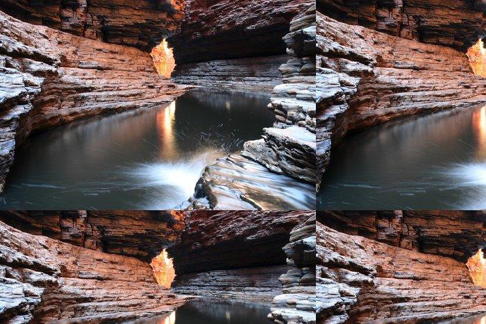 Vinylová Tapeta Tekoucí voda jeskyně. - Voda