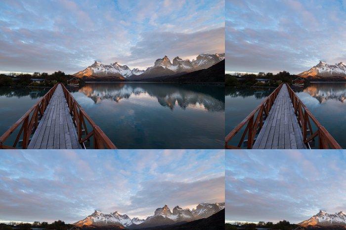 Tapeta Pixerstick Torres del Paine v dopoledních hodinách, Chile - Témata