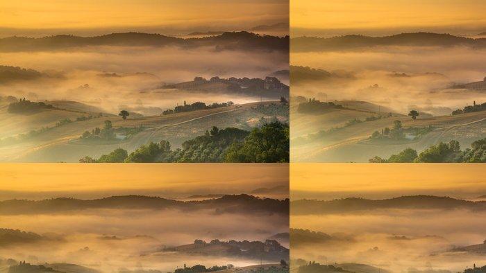 Tapeta Pixerstick Toskánském venkově na mlhavého rána - Evropa