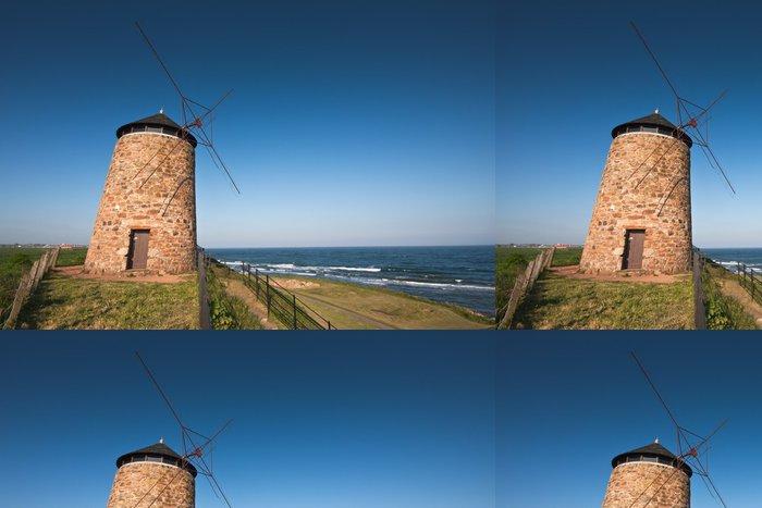 Tapeta Pixerstick Tradiční skotské pobřežní větrný mlýn pod modrou oblohou - Infrastruktura