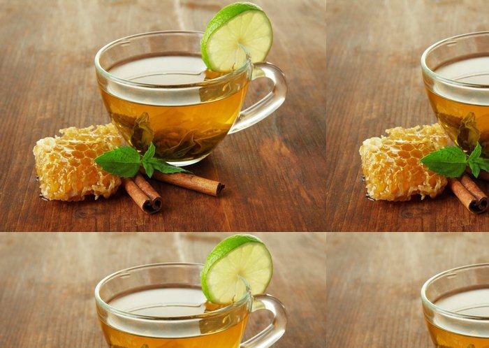 Tapeta Pixerstick Transparentní šálek zeleného čaje s medem a skořicí - Horké nápoje