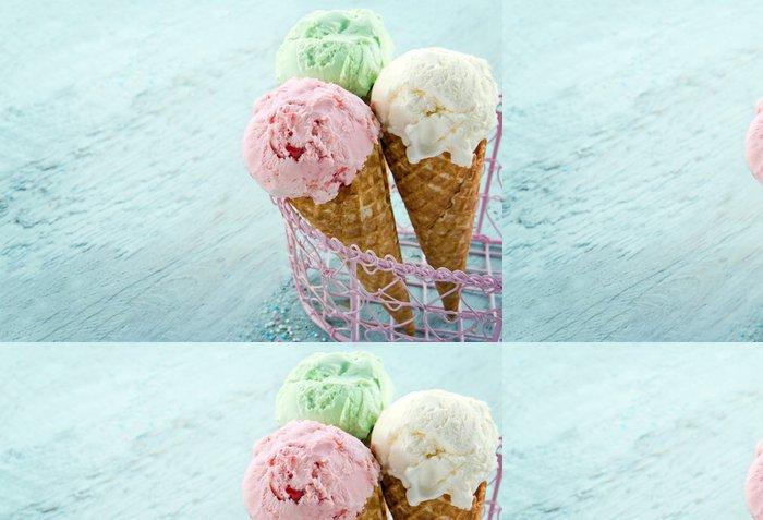 Tapeta Pixerstick Tři kornouty na zmrzlinu - Sladkosti a dezerty