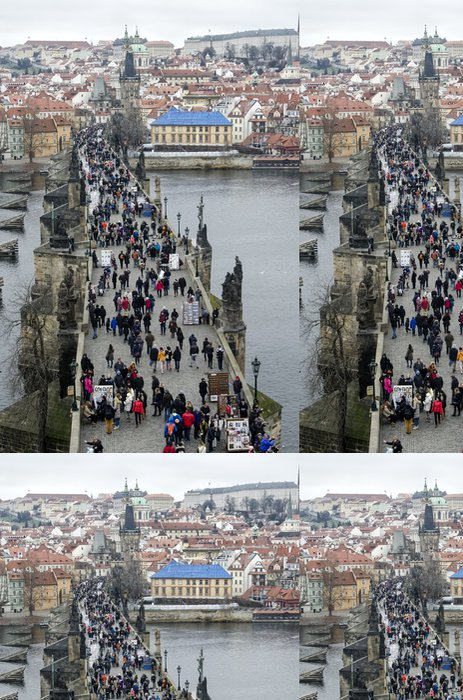 Tapeta Pixerstick Turisté chodí po Karlově mostě - Evropská města