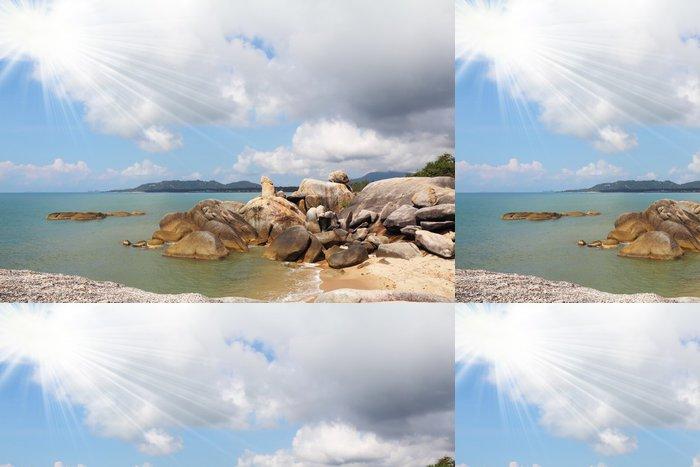 Tapeta Pixerstick Útesy zdobí Lamai Beach - Nebe