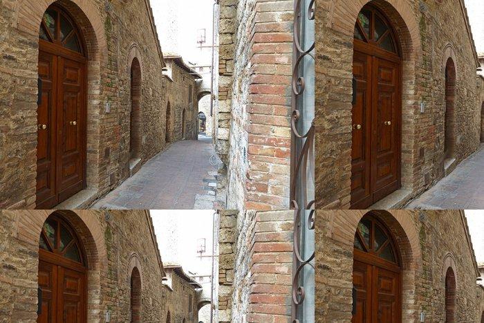 Tapeta Pixerstick Úzká ulička s starých budov v italském městě - Témata