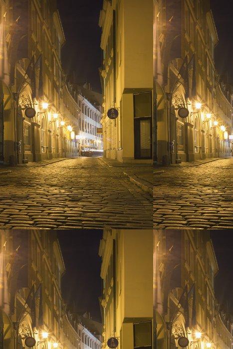 Tapeta Pixerstick Úzké ulice v Rize v noci, Lotyšsko - Evropa