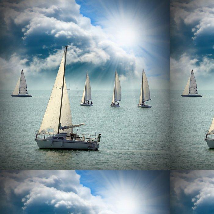 Tapeta Pixerstick V Plachetnice na moři proti dramatické obloze. - Lodě