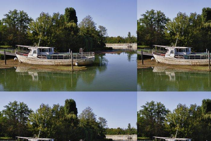 Vinylová Tapeta Vecchia Barca da Pesca v legno - Outdoorové sporty