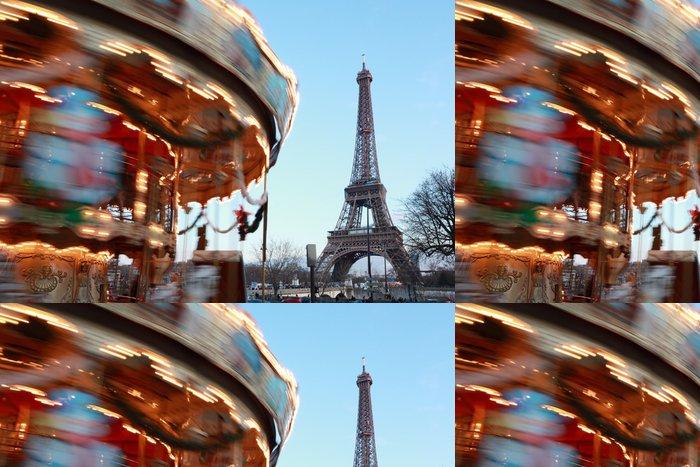 Vinylová Tapeta Vintage kolotoč s koňmi se točí, Eiffelova věž v Paříži - Evropská města