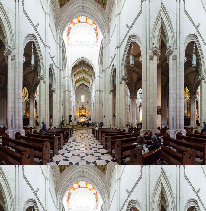 Tapeta Pixerstick Vnitřní pohled na katedrálu Almudena - Evropská města