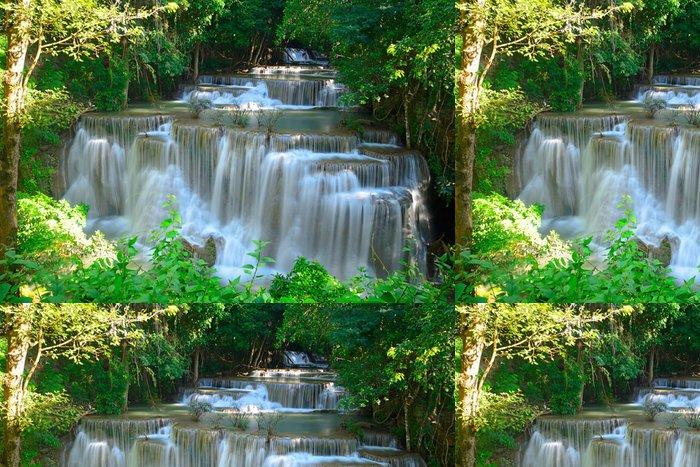 Vinylová Tapeta Vodopád v hlubokém lese na tropickém Huay Maekhamin - Témata