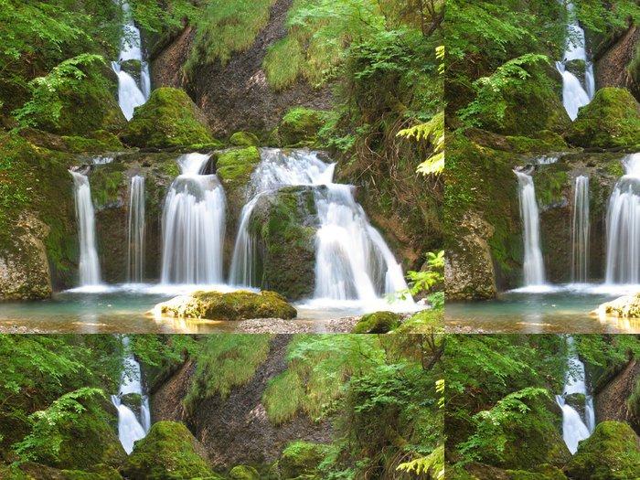 Tapeta Pixerstick Vodopád v mechu - Voda
