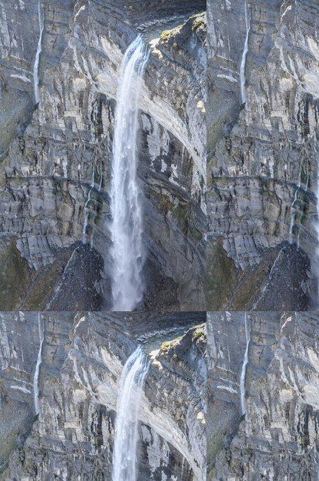 Tapeta Pixerstick Vodopád ve zdroji řeky Nervion, Severní Španělska - Evropa