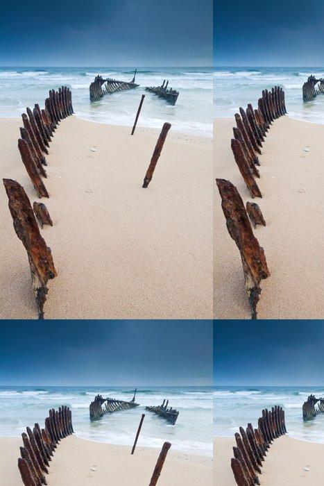 Tapeta Pixerstick Vrak na australské pláži za úsvitu - Oceánie