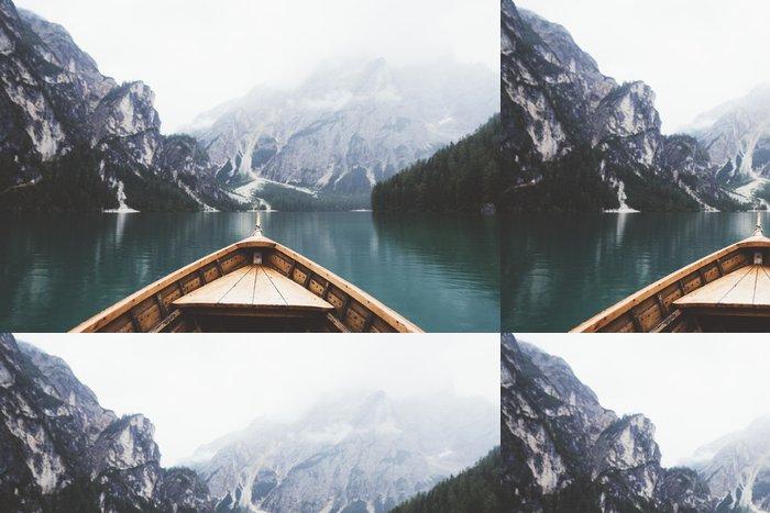 Tapeta Pixerstick Wood člun v jezeře Braies - Relaxace