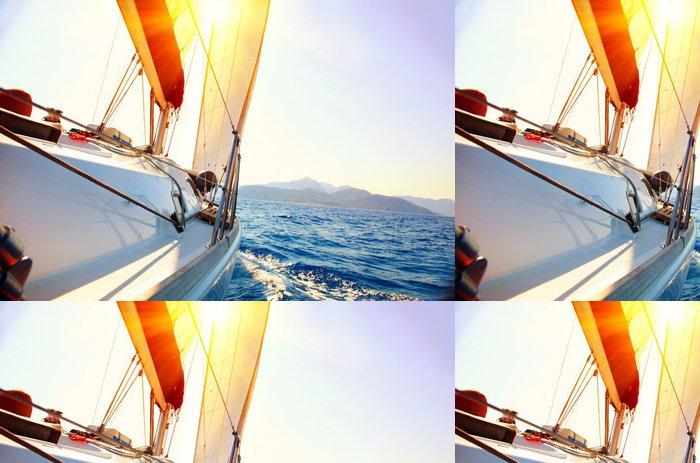 Tapeta Pixerstick Yacht Sailing proti západu slunce. Plachetnice. Yachting. Plachtění - Témata
