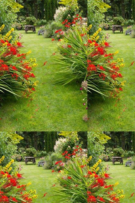 Tapeta Pixerstick Zahradní cesta a starý vůz - Domov a zahrada
