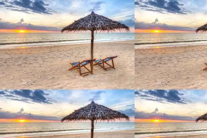 Tapeta Pixerstick Západ slunce pod slunečníkem na pláži v Thajsku - Prázdniny