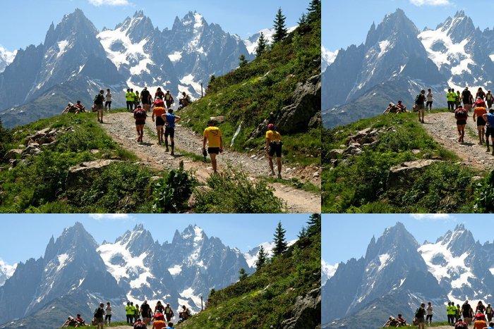 Tapeta Pixerstick Závodní před Mont Blanc - Individuální sporty