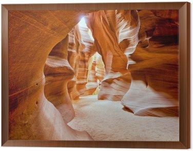 Tavla i Ram Antelope Canyon visa med ljusstrålar