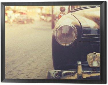 Tavla i Ram Detalj av strålkastare lampa klassisk bil parkerad i städerna - tappning filtereffekt stil