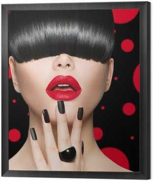 Tavla i Ram Modell Flicka porträtt med Trendig frisyr, smink och manikyr