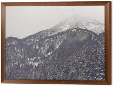 Tavla i Ram Moln rör sig över avlägsen bergstopp