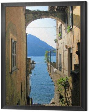 Tavla i Ram Romantisk tanke på den berömda italienska Comosjön från Varenna stad